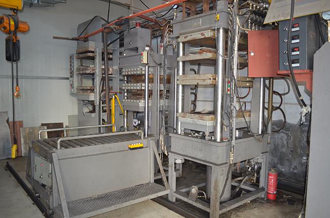 碳纤维生产设备——压模机
