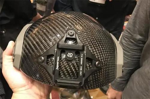 碳纤维防弹头盔,重1斤,手枪打不穿