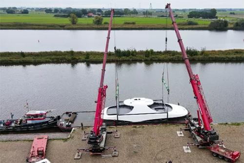 荷兰Vabo Composites推出游艇单体碳纤维舱顶