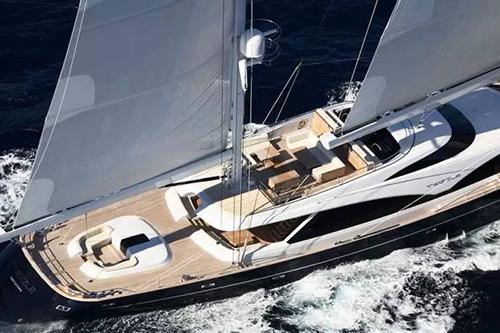 SeldénMast公司推出首款碳纤维收帆桅杆
