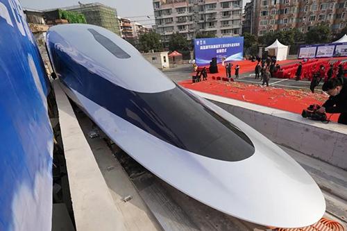 世界首台高温超导高速磁浮工程化样车启用,全碳纤维车身