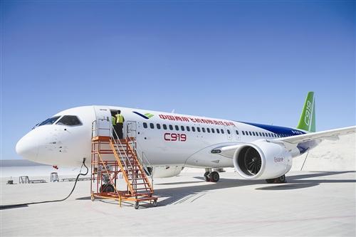 国产C919客机采用碳纤维RAT/APU舱门