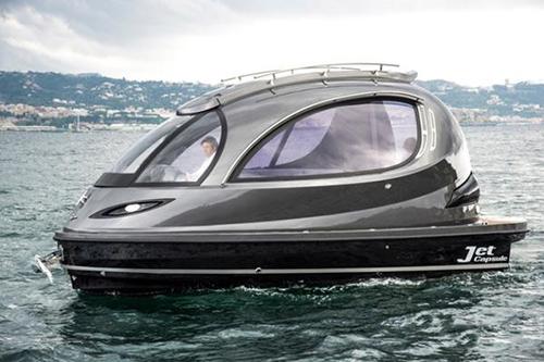 新一代胶囊游艇亮相,由碳纤和玻纤打造而成